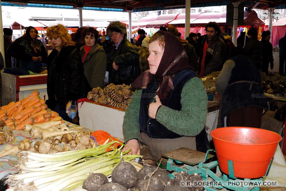 Image Producteurs locaux roumains petits commerçants et Hypermarchés