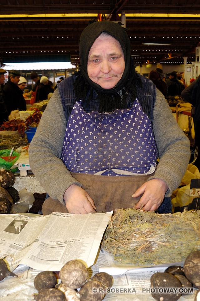 Image Photo de mamie photos d'une vieille mamie roumaine images de roumanie