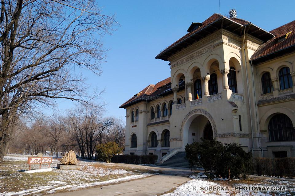 Image Photos gothiques photo gotique d'un palais à Bucarest en Roumanie