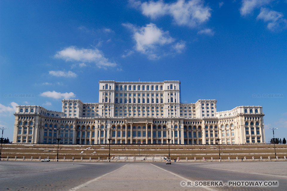 http://www.photoway.com/images/roumanie/ROM03_041-palais-parlement.jpg