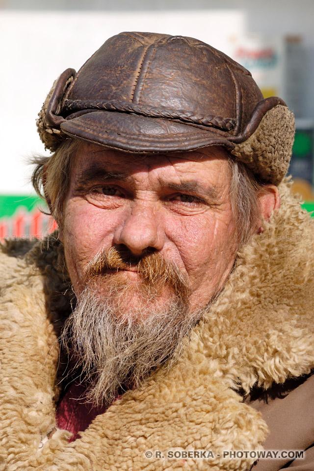 Image Photo mendiant au look Lenine photos de mendiants en Roumanie