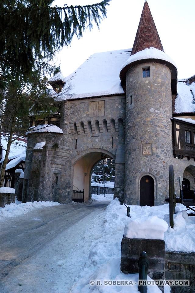 Image Photo écuries royales photos Peles Castle sous la neige à Sinaïa Roumanie