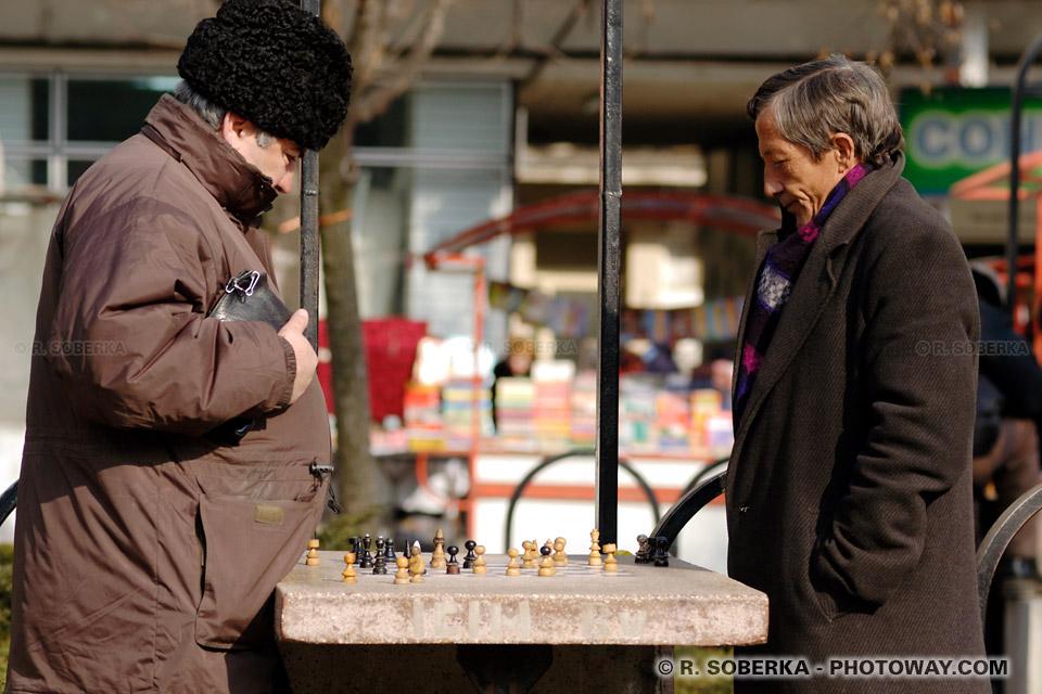 Image Photo de Roumains photos de joueurs d'échecs jeu en Roumanie
