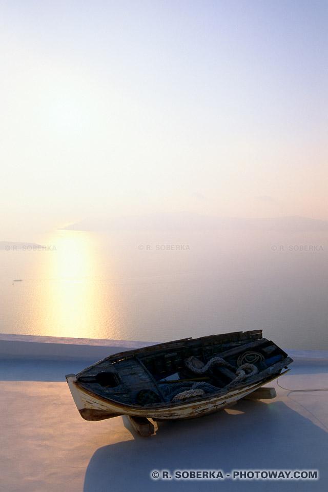 photo du soleil couchant sur la mer