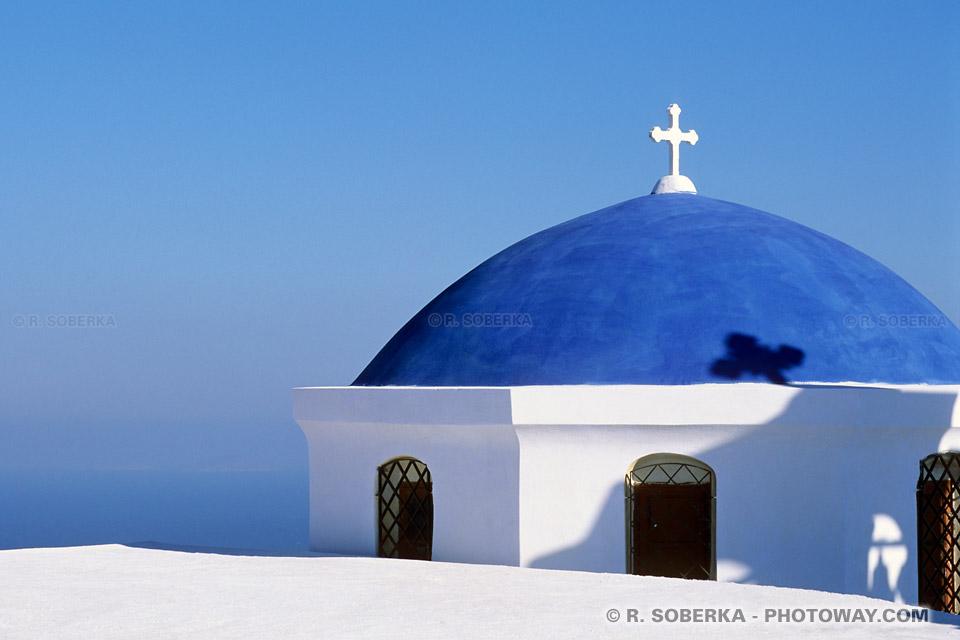 Eglise au dome bleu à Santorin