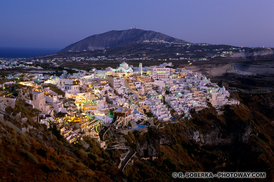 Phira ou Fira à Santorin photo de nuit