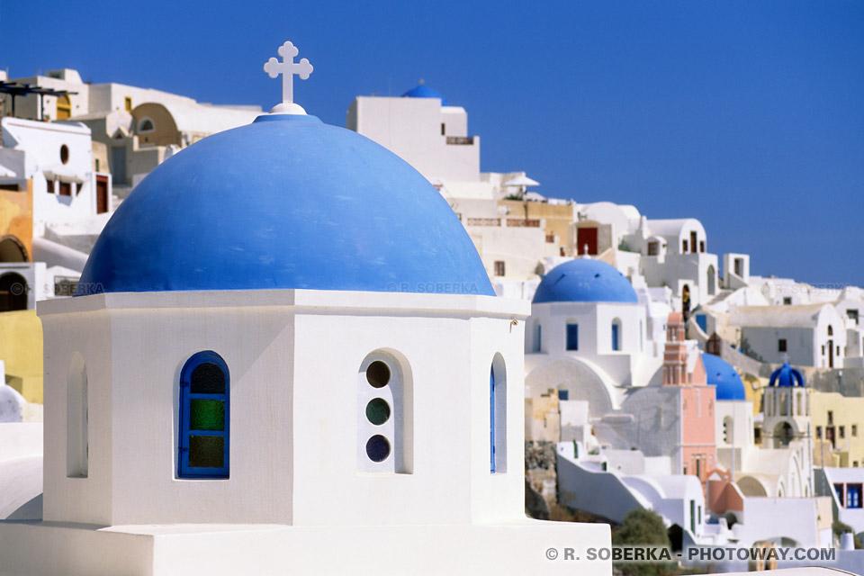 églises bleues à Santorin