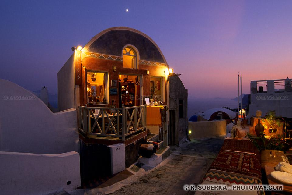 Photo de nuit quartier touristique sur Santorin