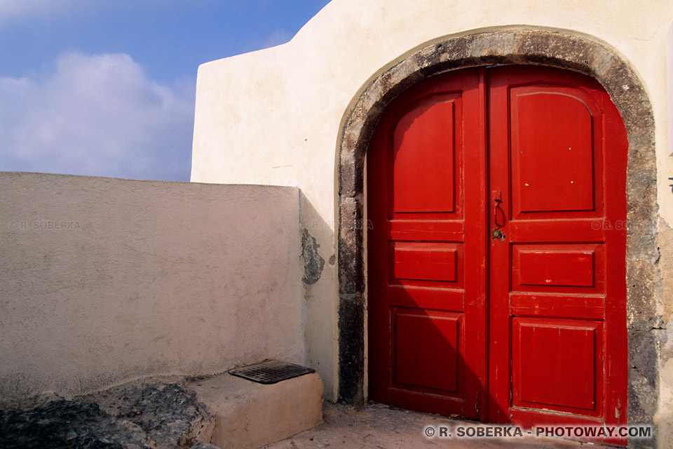 porte rouge Santorin