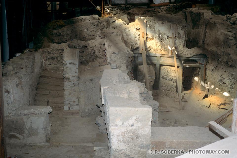 fouilles archéologiques à Akrotiri Santorin