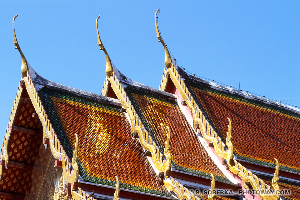 imges Photos Bouddhistes photo de toits des temples en Thailande