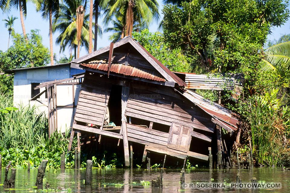 maisons les pieds dans l'eau Thaïlande