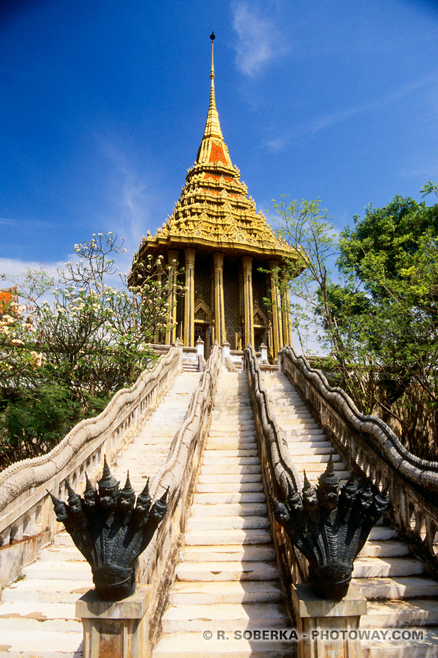 Photos des escaliers d'un temple d'Ancient City