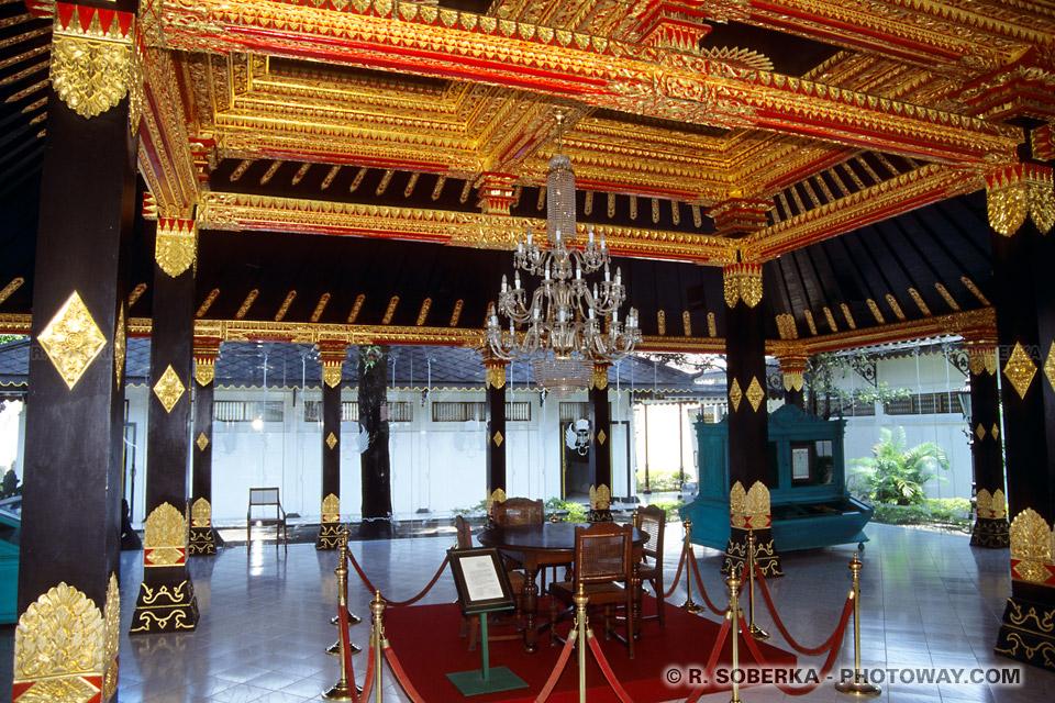 Photo du plafonds du palais Kraton du Sultan à Jogjakarta