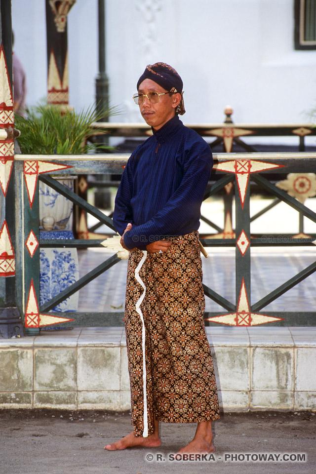 Photos d'un garde du sultan de Jogya