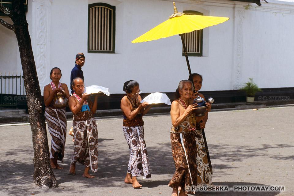 Photos de la cérémonie du thé et des servantes du Sultan de Joyakarta