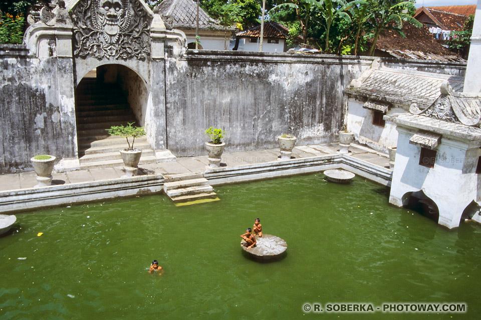 Photo du réservoir d'eau de Jogya et récit de mes aventures en indonésie