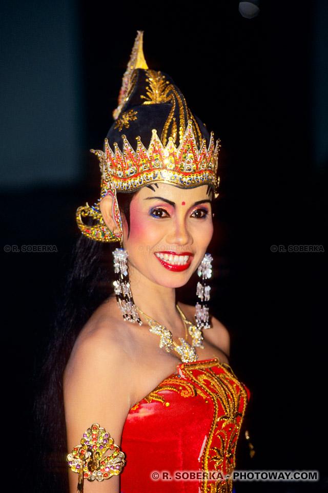Photo du sourire éclatant de la reine Sinta