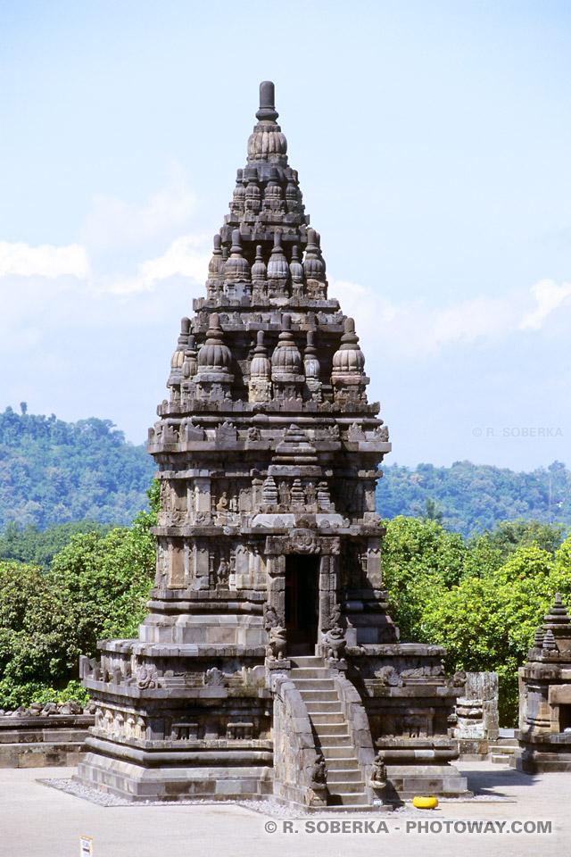 Image d'un petit temple hindou en Indonésie