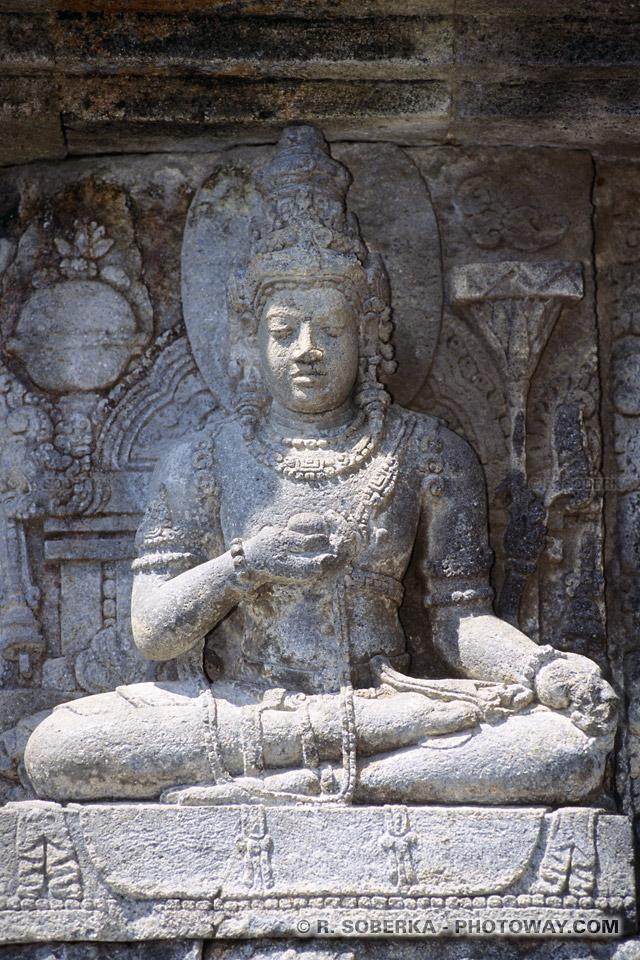 Photos de sculptures de divinités dans les temples hindous de Prambanan