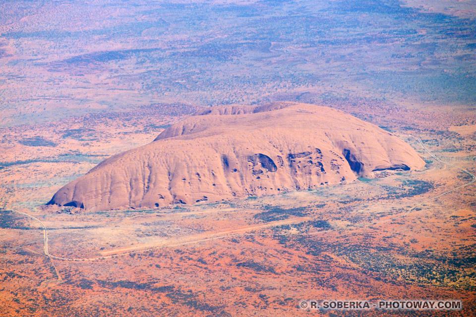 Photo aérienne montagne Ayers Rock en Australie