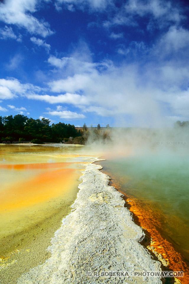 Photos de bassins d'eau sulfureuse en ébullition