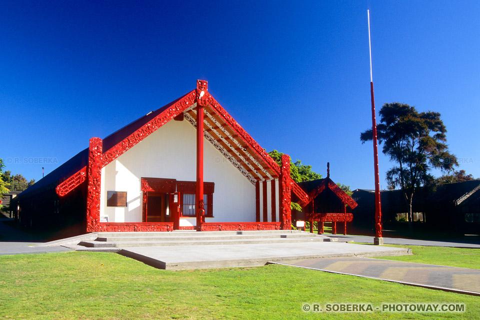 Photo de maison reservée aux cérémonie Maori en Nouvelle-Zélande