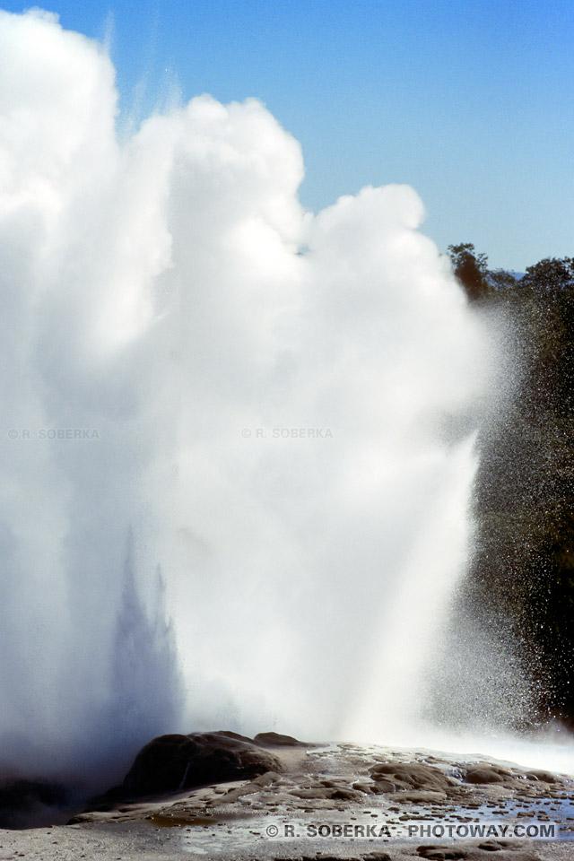 Photo de l'explosion d'un Geyser en Nouvelle-Zélande
