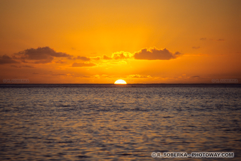 Coucher de Soleil à moorea et Informations guide touristique de voyage en Polynésie