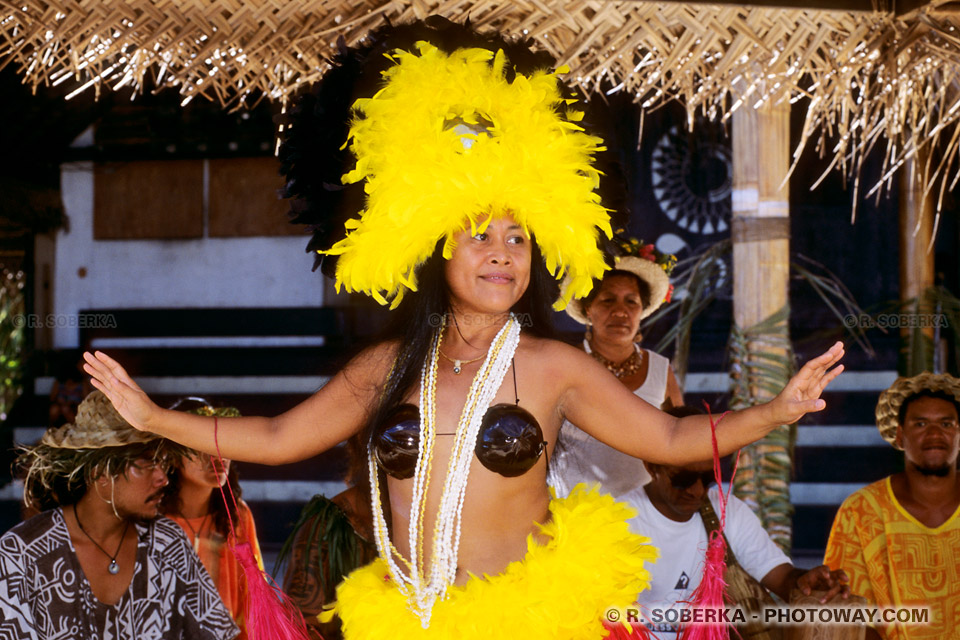 Photos de chants Tahitiens accompagnés de danses