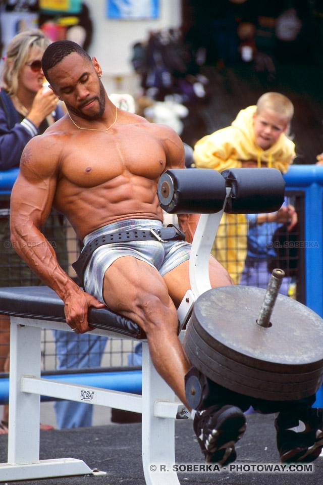 photos de musculation photo de muscles d 39 un bodybuilder californien. Black Bedroom Furniture Sets. Home Design Ideas